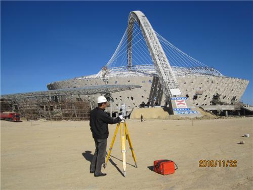 工程一处在鄂尔多斯东胜全民运动体育中心进行体育场结构监测