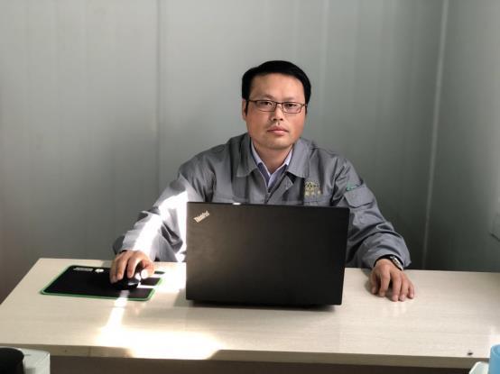 D:\2019专家TEAM新增人员\porject管理\周峰\周峰.jpg