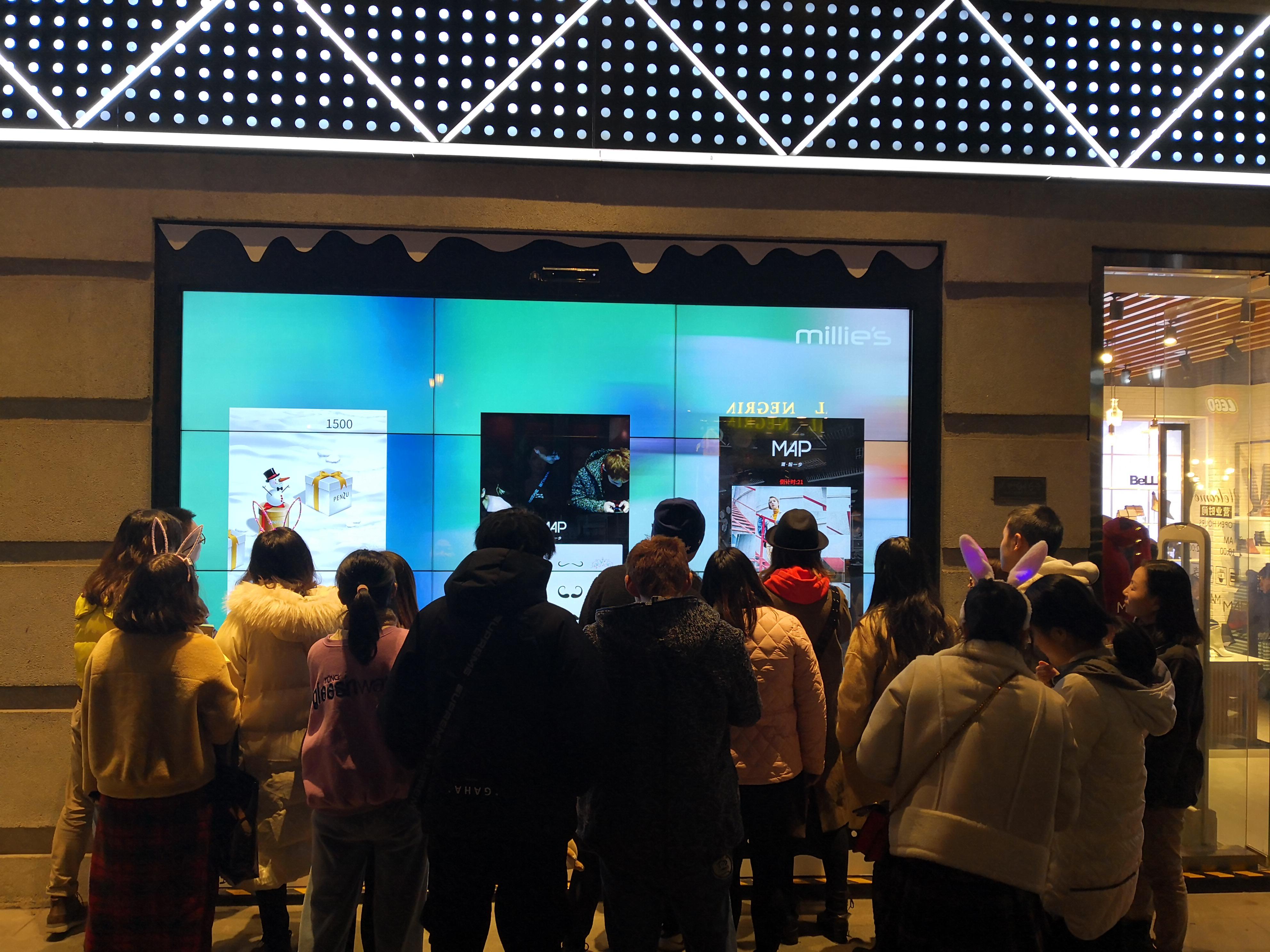 超級智慧櫥窗-百麗武漢楚河漢街MAP旗艦店互動小游戲吸粉