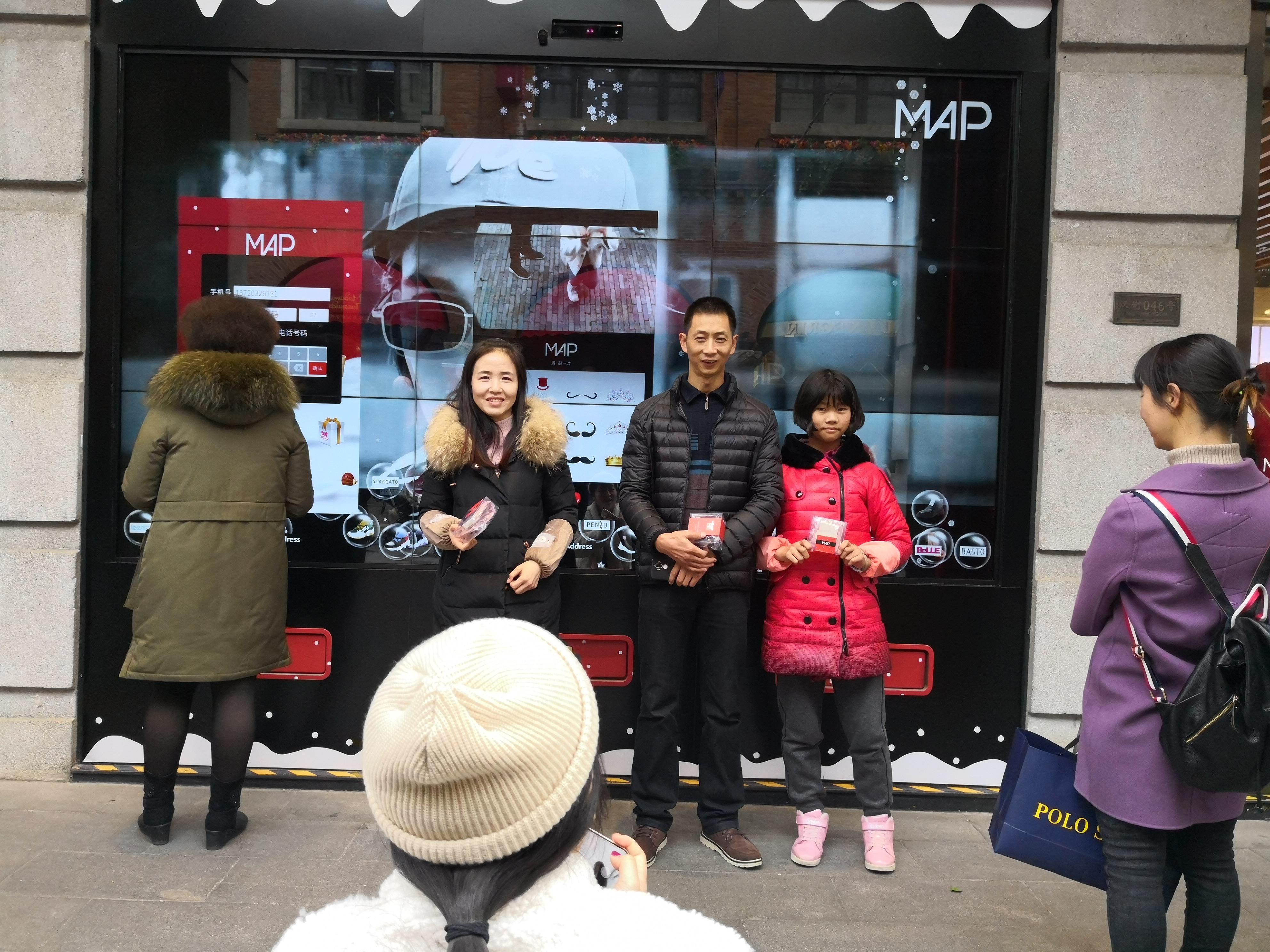 超級智慧櫥窗-百麗武漢楚河漢街MAP旗艦店小游戲獲獎禮品自動發放