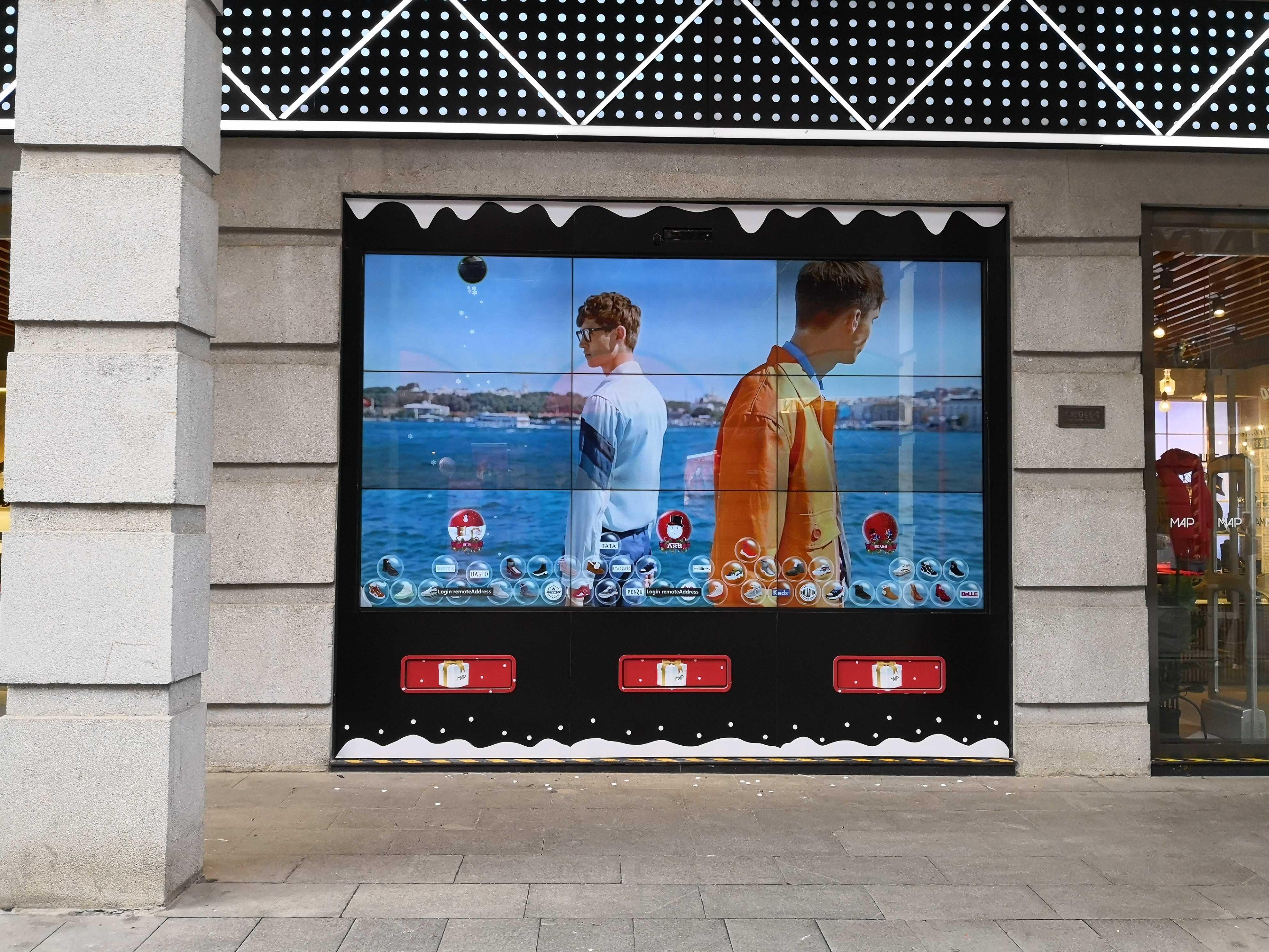 超級智慧櫥窗-百麗武漢楚河漢街MAP旗艦店全屏廣告播放