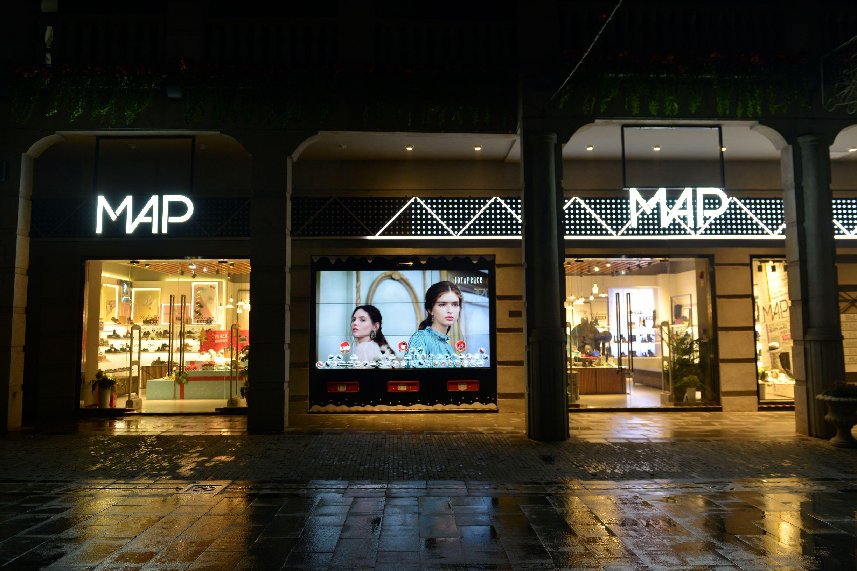 超級智慧櫥窗-百麗武漢楚河漢街MAP旗艦店全景