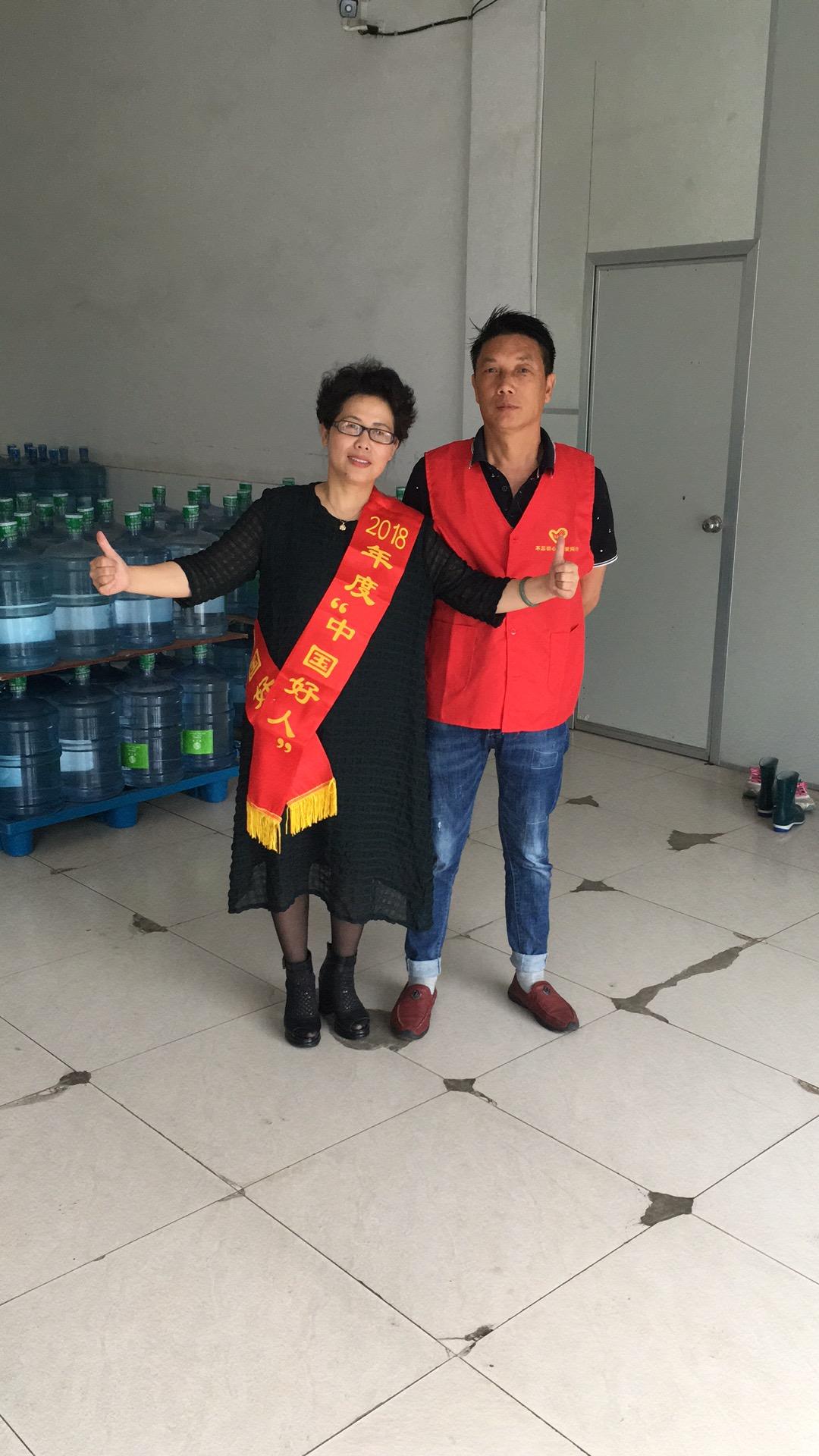董事長跟中國好人合影
