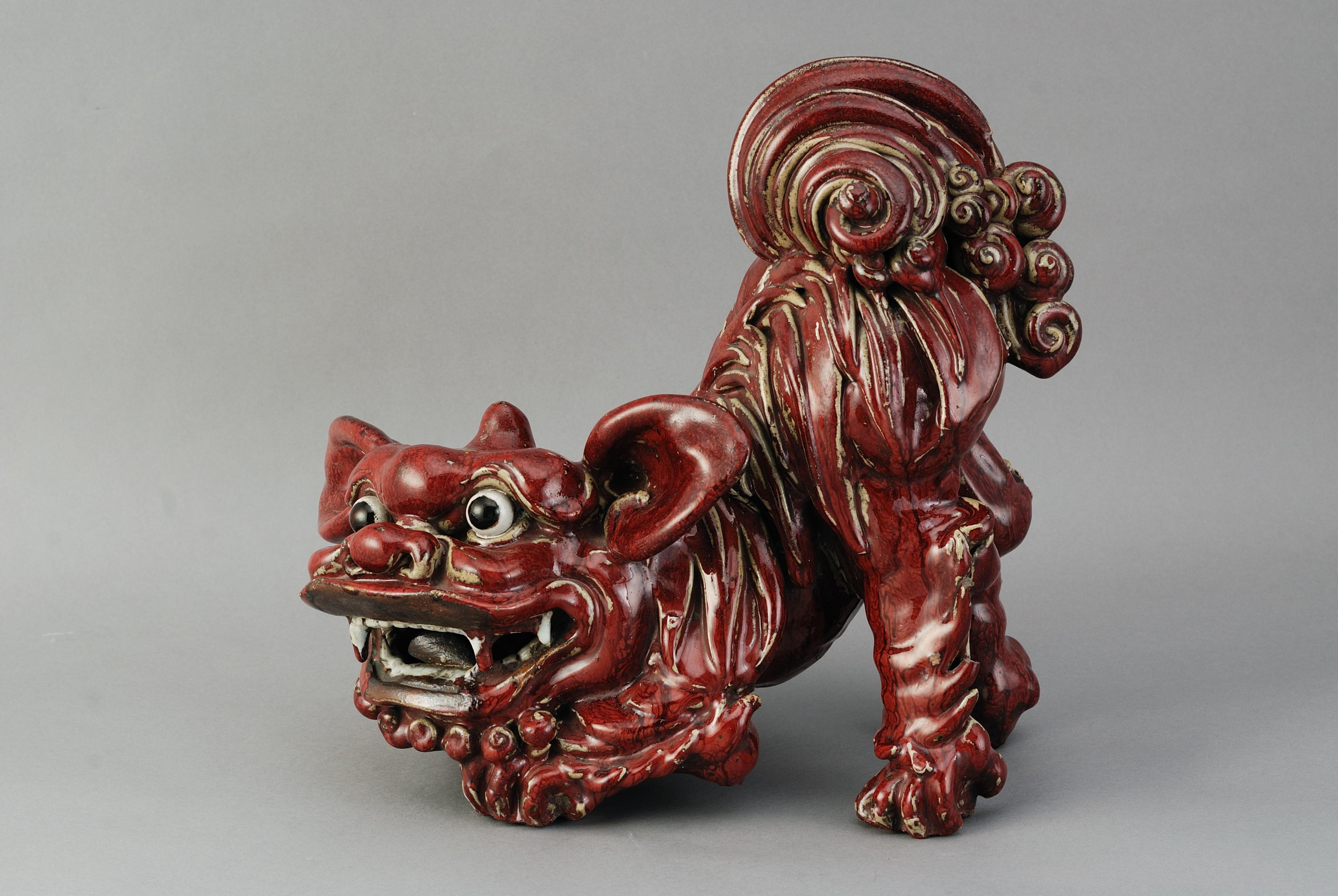 清石灣窯紅釉獅陶擺件