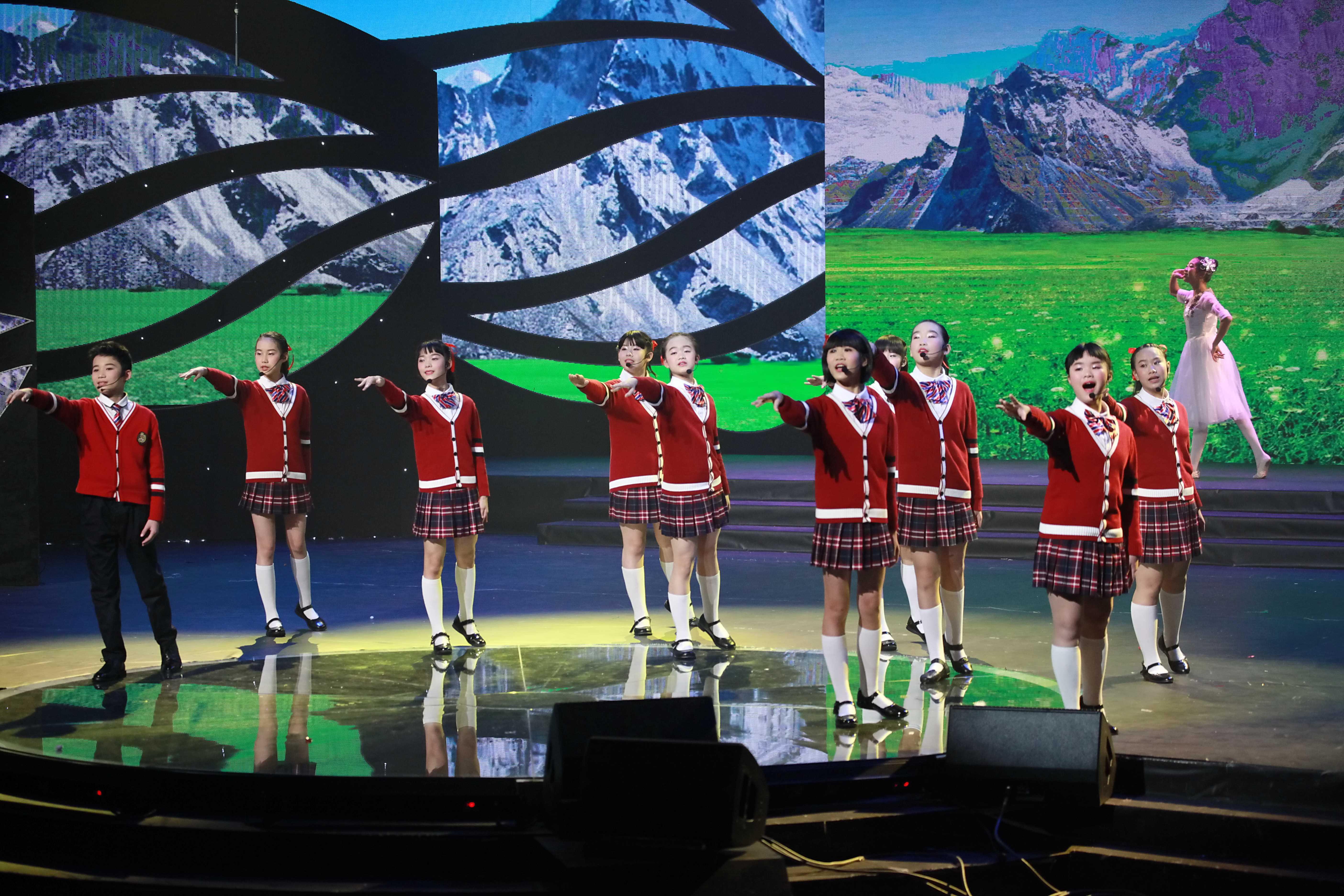 小合唱《美好的远方》参加mg老虎机免费送彩金38电视台2017少儿春晚演出