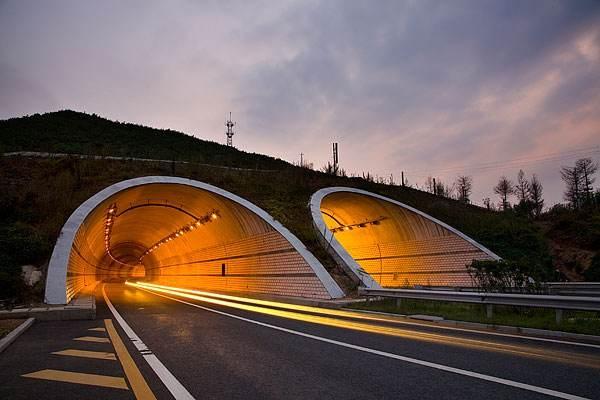 雙向六車高速公路隧道工程