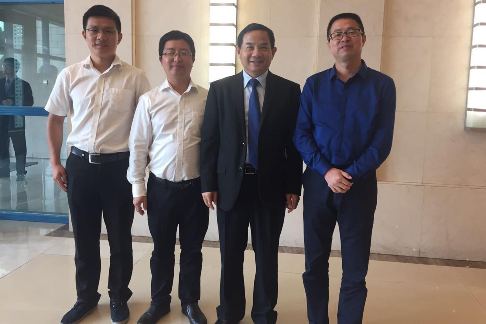 2016年7月,與駐科特迪瓦大使唐衛斌合影