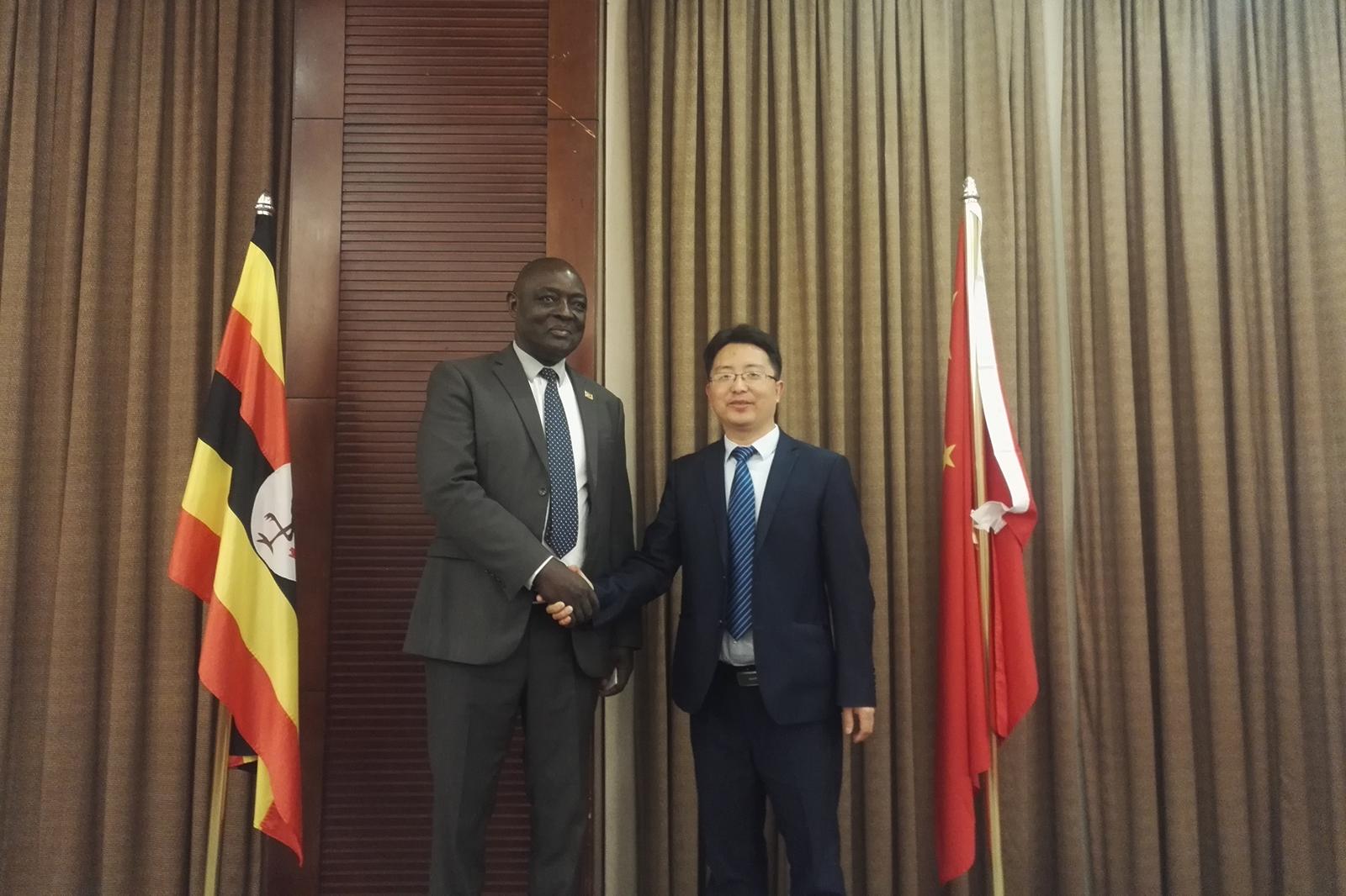 2018年6月22日,與烏干達農業部部長合影