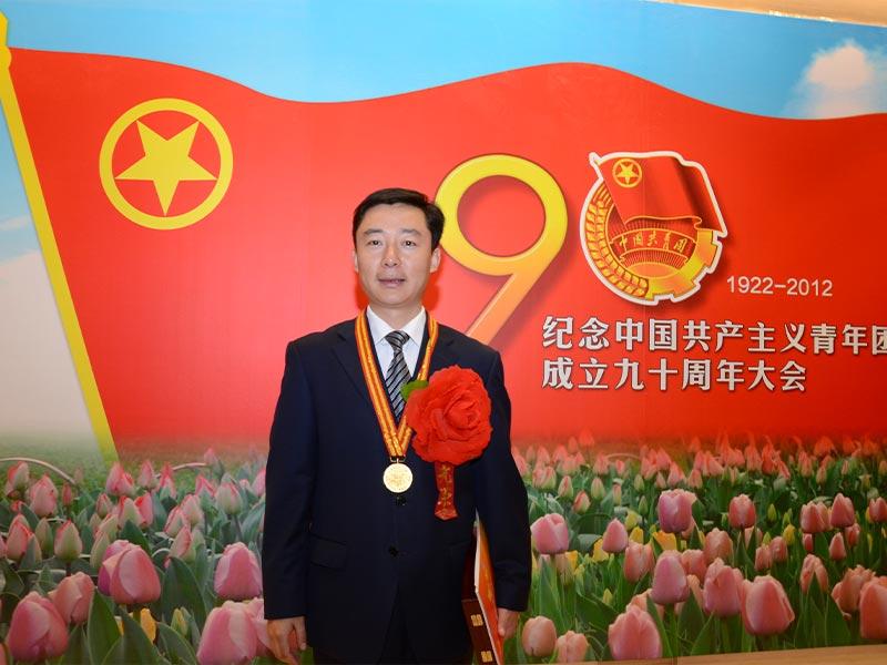 董事長謝梅木榮獲山東省五四青年獎章照片