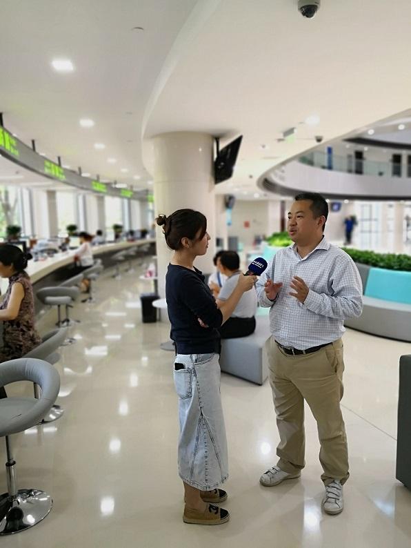 臨港采訪圖吳總監