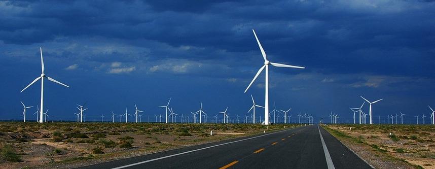 风力发电智能监测系统可监测塔基、塔身、叶片结构应力变形、风机转动系统振动、温度、电力系统设备状态。