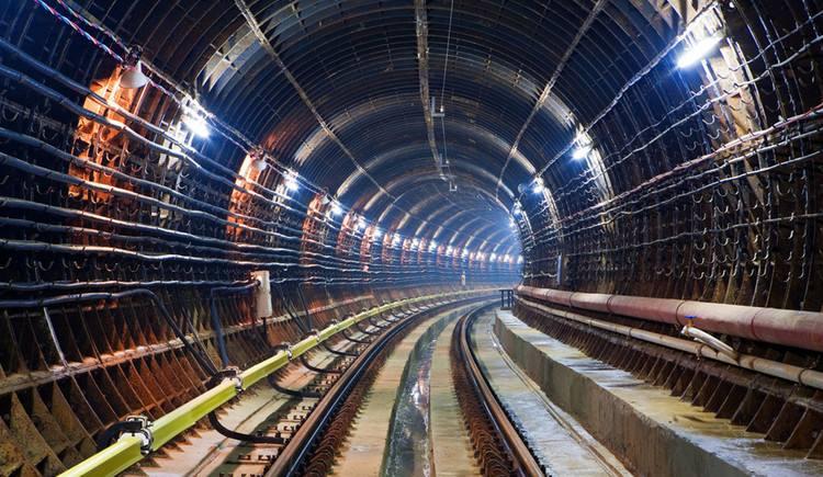 地下管廊智能监测系统适用于城市地下管廊,可监测综合管仓、电力仓、燃气仓等设施的温度、压力、泄漏等状态。
