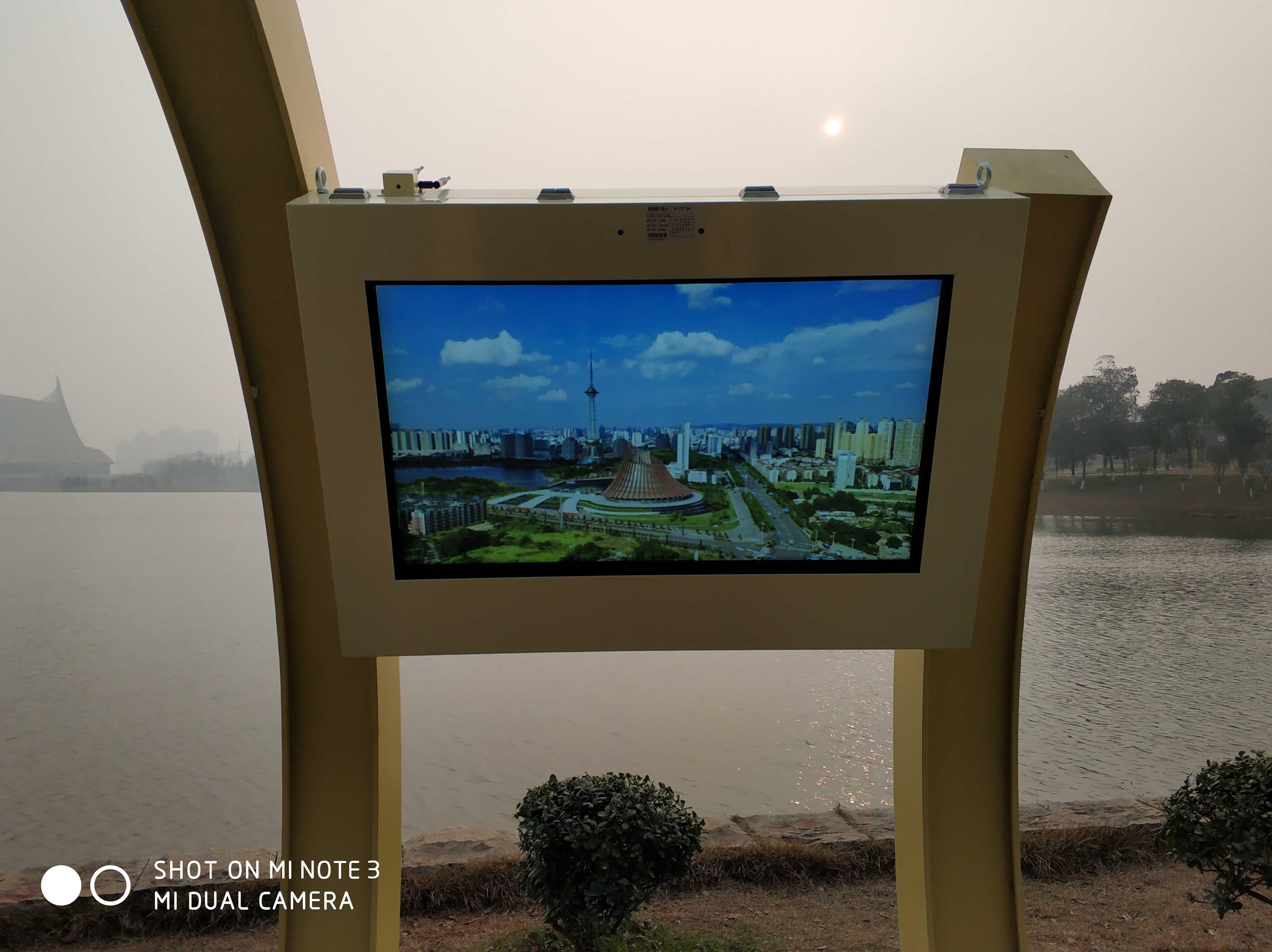湖南省株洲市神龙湖主题公园文化走廊55寸 49寸户外广告机