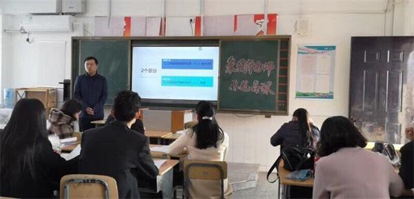 21朱国华老师在示范备课