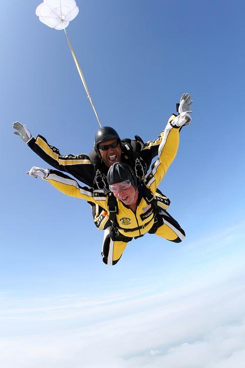 tandem-skydivers-713705_960_720