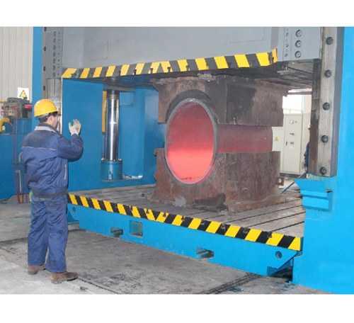 106000噸液壓機壓制三通