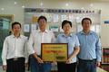 我會領導為廣州廣電計量檢測公司頒發頒發服務業重點聯系企業牌匾