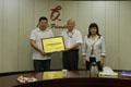 我會領導為廣州友誼集團公司頒發服務業重點聯系企業牌匾