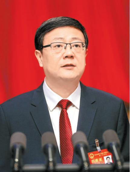 陈吉宁同志作政府工作报告。