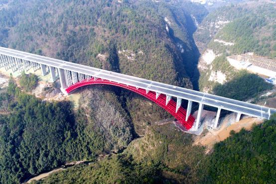 香火岩大桥,双向六车道主跨300米上承式钢管混凝土拱桥,规模同类桥全国第三(属胜博发277手机版遵贵扩容工程,2017年建成)-1_副本