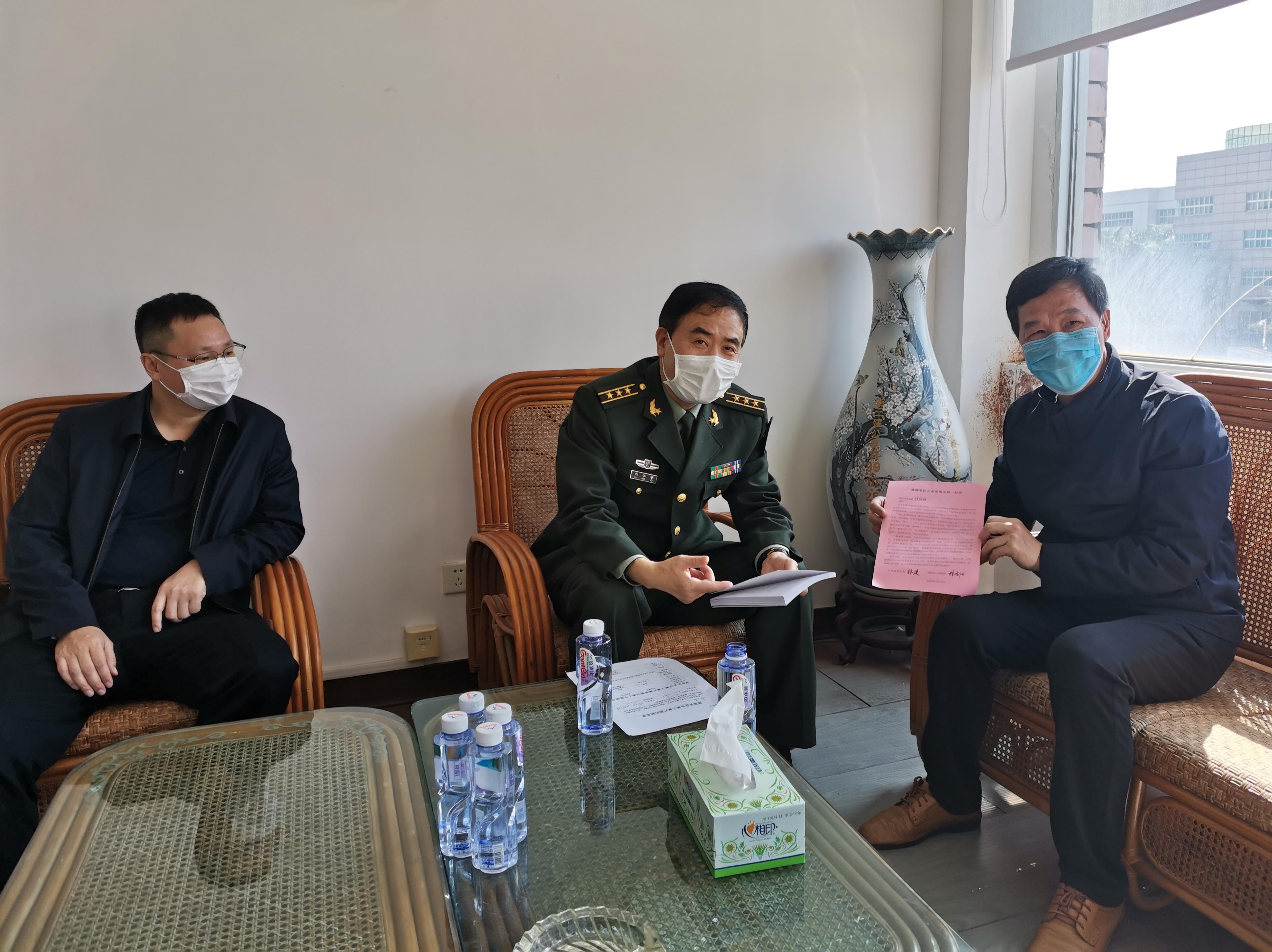 2020年2月25日上午,湖里区刘仁宇常委一行到亚新体育app了解新型冠状病毒疫情防控及复工情况。