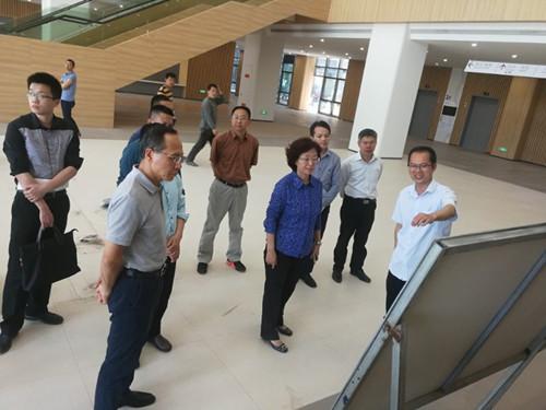 2019年4月10日上午,厦门市副市长国桂荣等一行到ag电子游戏承建的心脏中心项目部调研。