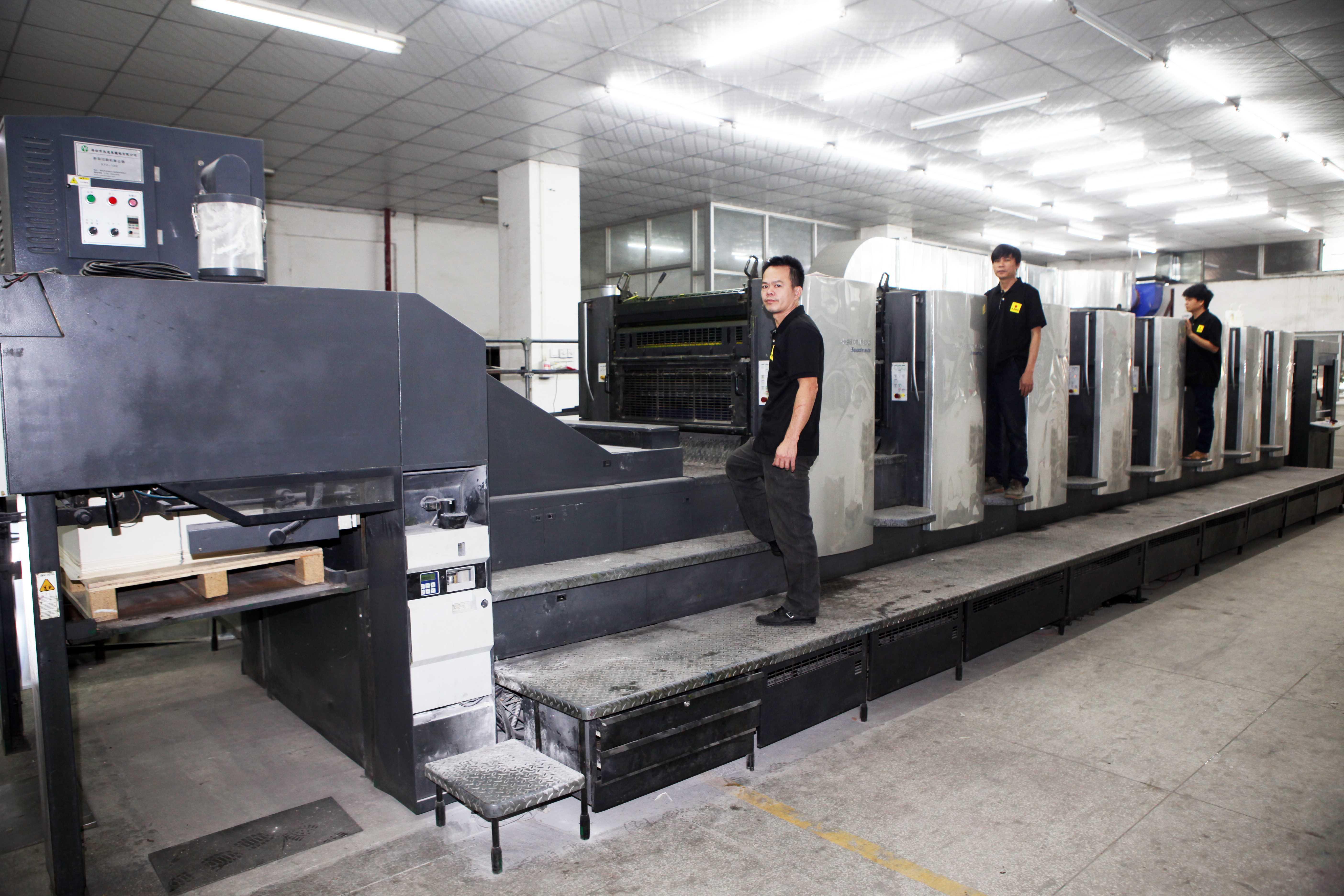 印刷中-德國海德堡八色機