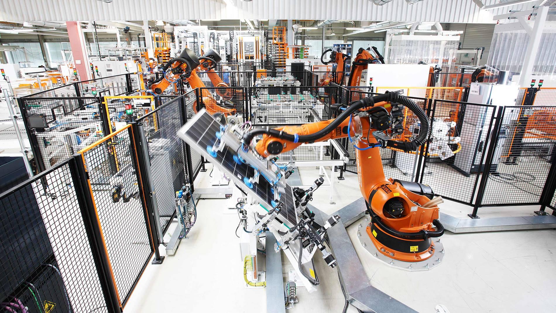 KUKA庫卡機器人搬運太陽能電池板  X Robotics愛科思機器人x-ltd.com