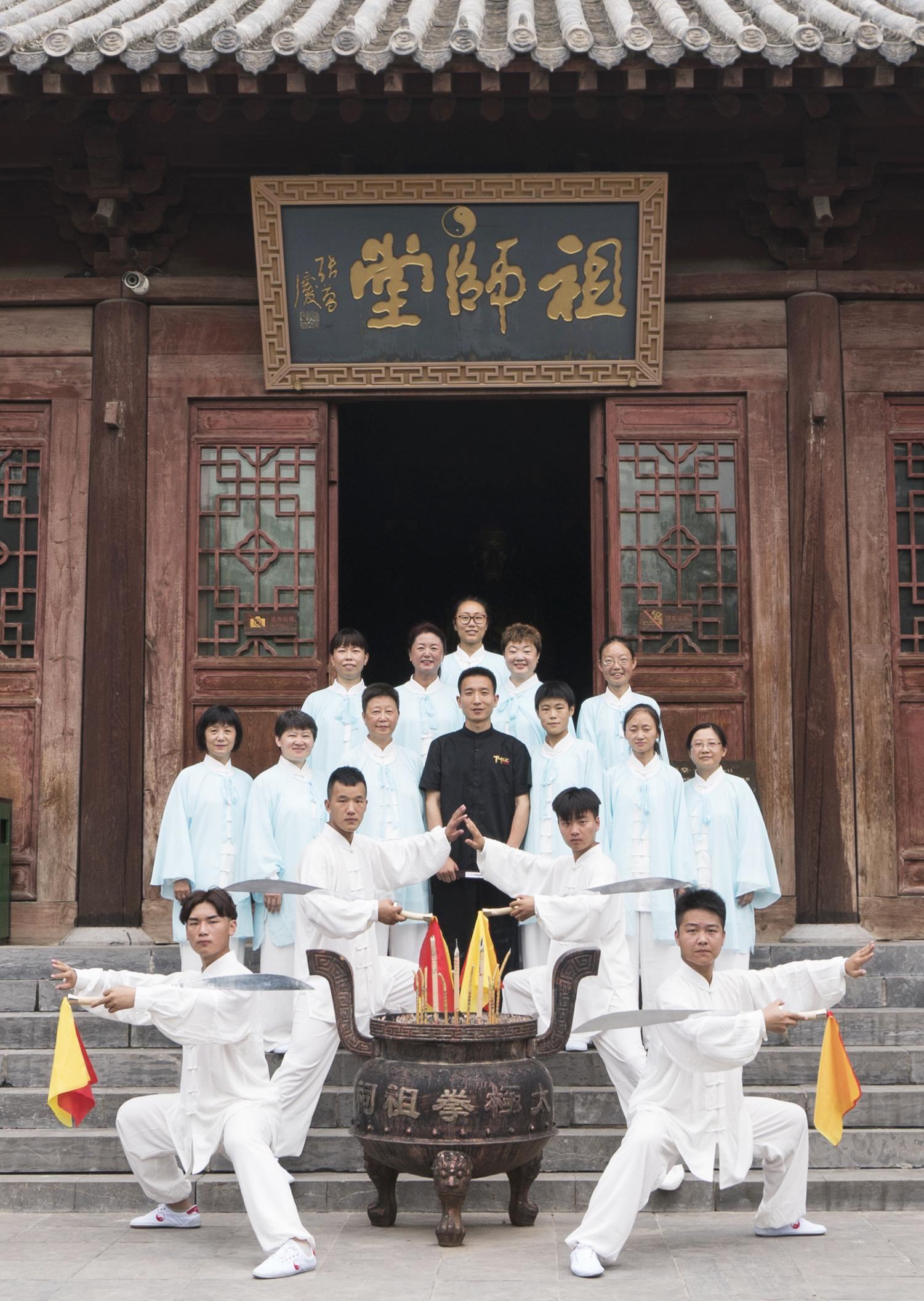 祖师堂门前合影2