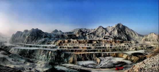 D:\changanziliao\40年成就展\创安公司样稿1\1企业简介\矿山_全景图1.jpg