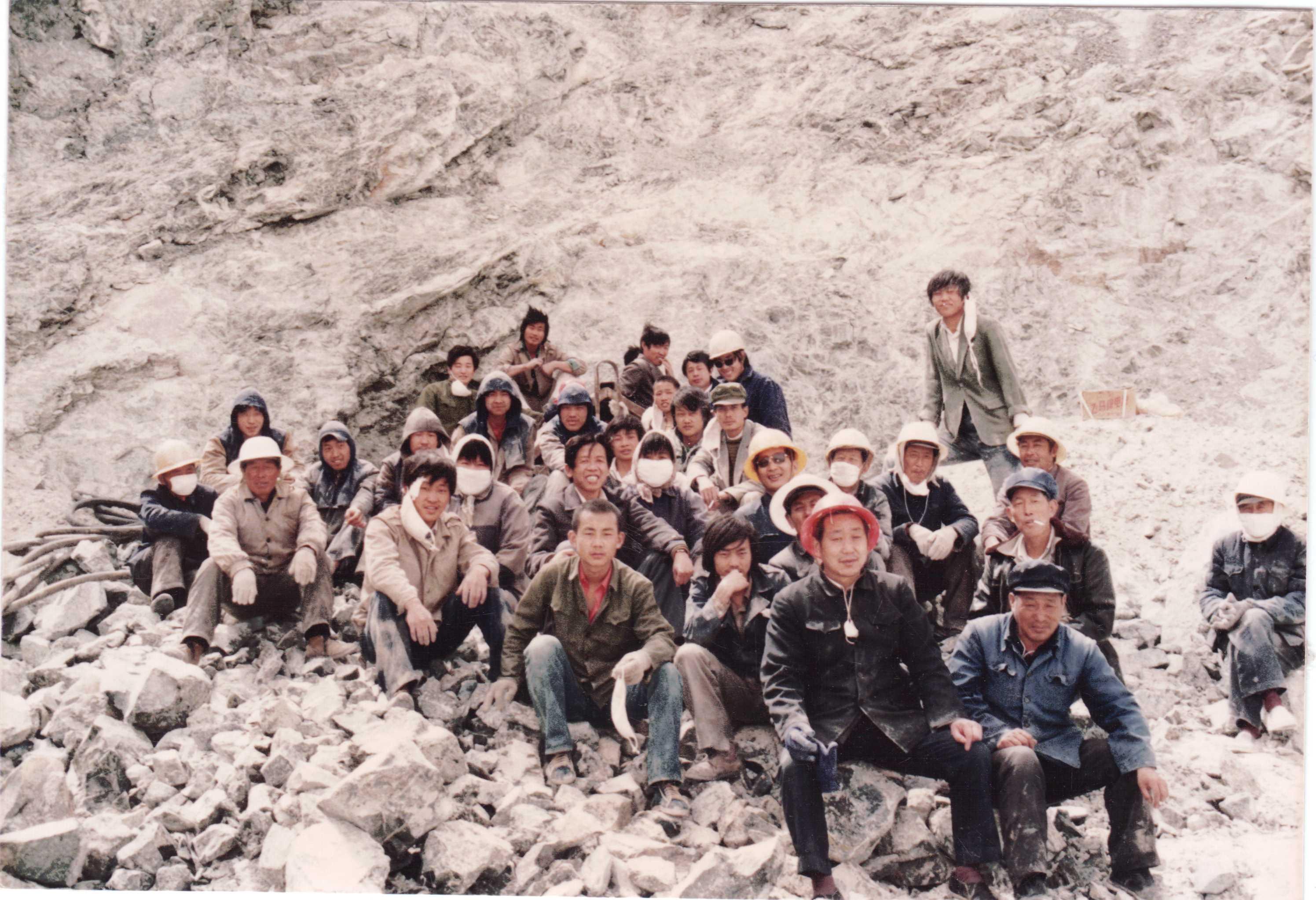 7.礦山硐室作業5(中間為張居安礦長)