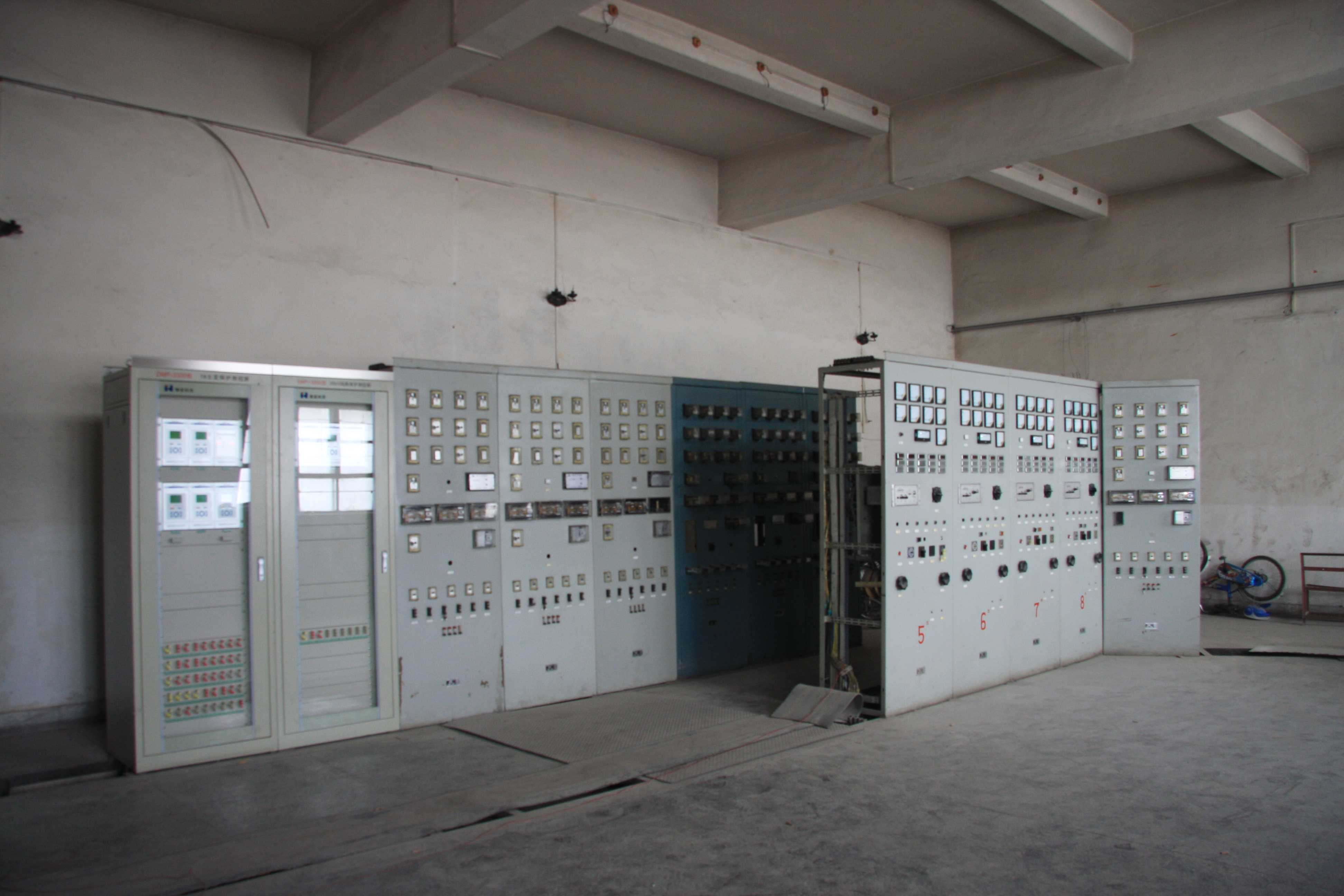 16.國電接入后的配電室