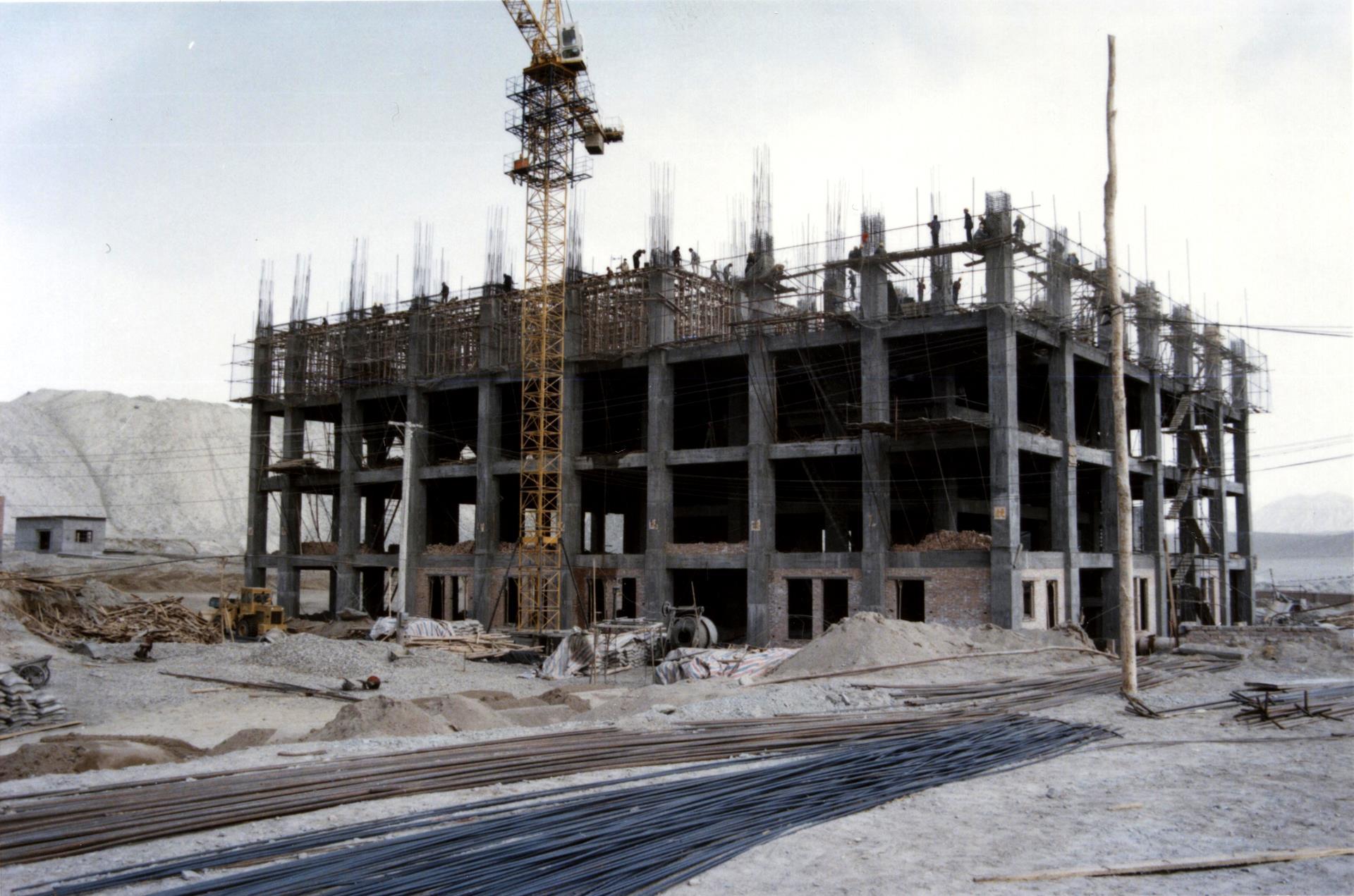 12.建設中的三萬噸選廠主樓