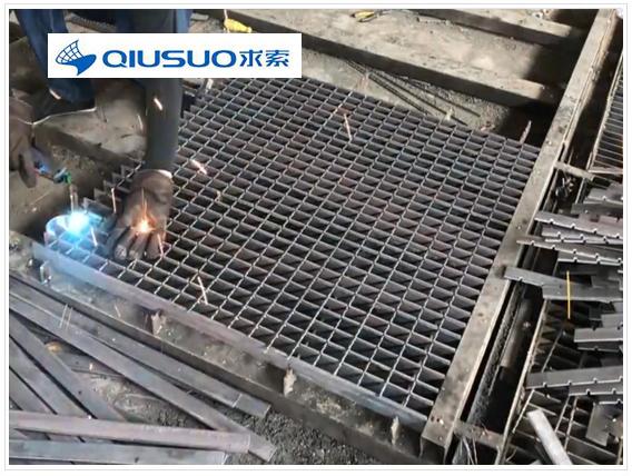 鋼格板廠車間圖片,鋼格板生產過程圖片,鋼格板廠生產工藝流程