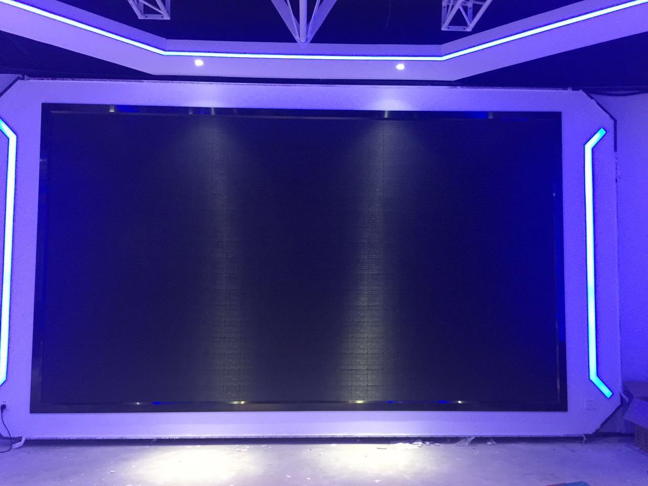 龙岗摩尔城滚石健身P4室内4.186米乘2-4