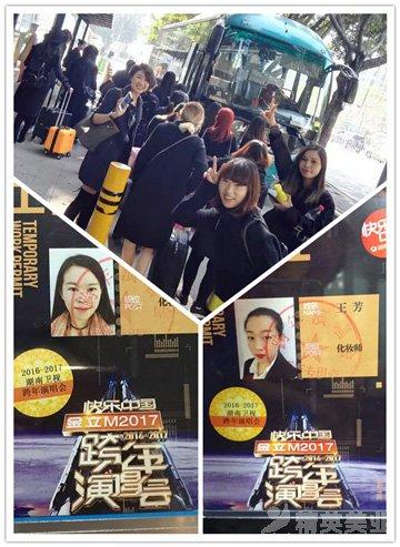 精英化妝師們正一起乘坐大巴趕往龍崗體育中心體育館。