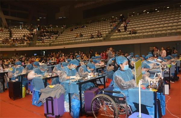 中華兩岸國際技能競賽2017第十二屆中華兩岸世界潮流大賽比賽開始,參賽選手進行比賽中2