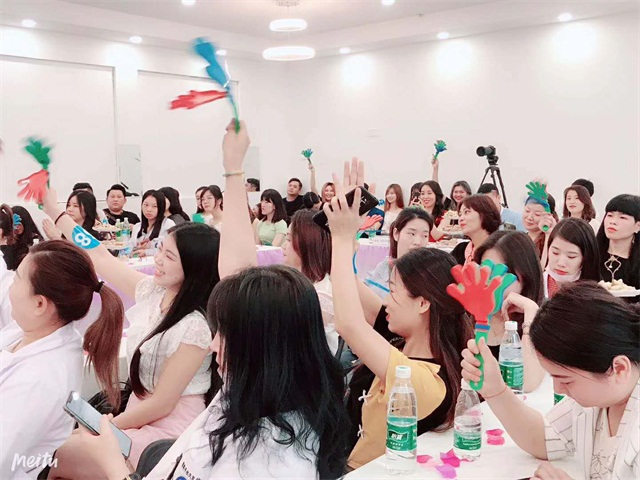精英美業培訓學校化妝、美甲班畢業典禮現場3