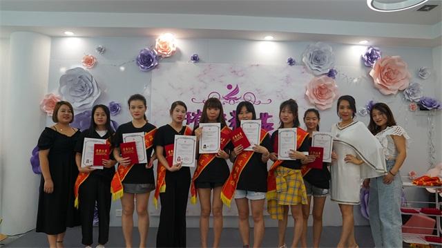 璀璨精英·第六屆化妝美甲設計大賽畢業頒獎典禮合影4