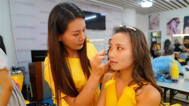 璀璨精英·第六屆化妝美甲設計大賽造型化妝花絮