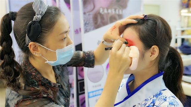 璀璨精英·第六屆化妝美甲設計大賽造型化妝花絮5
