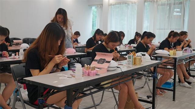 璀璨精英·第六屆化妝美甲設計大賽造型化妝花絮6