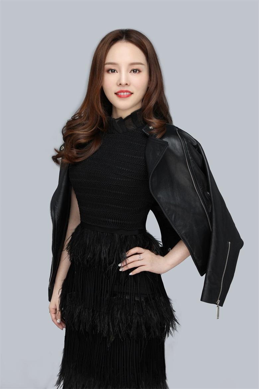 鐘鳳老師,精英化妝美容美甲紋繡學校教學老師