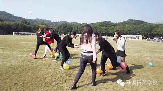 精英化妝學校戶外拓展實踐活動:瘋狂踩氣球