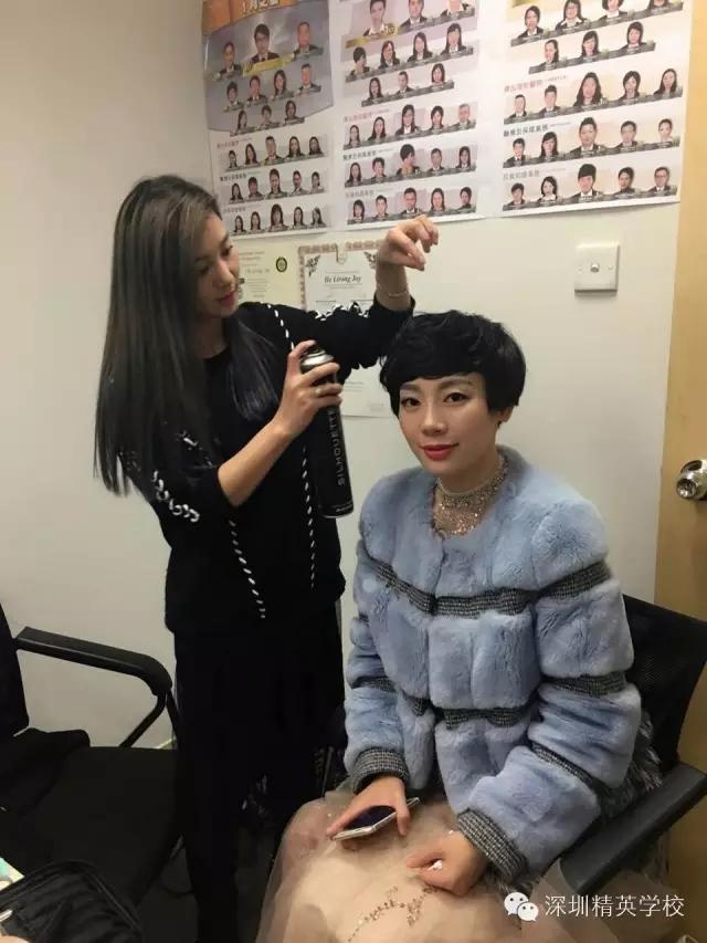精英化妝培訓學校明星化妝師學員和模特合影2
