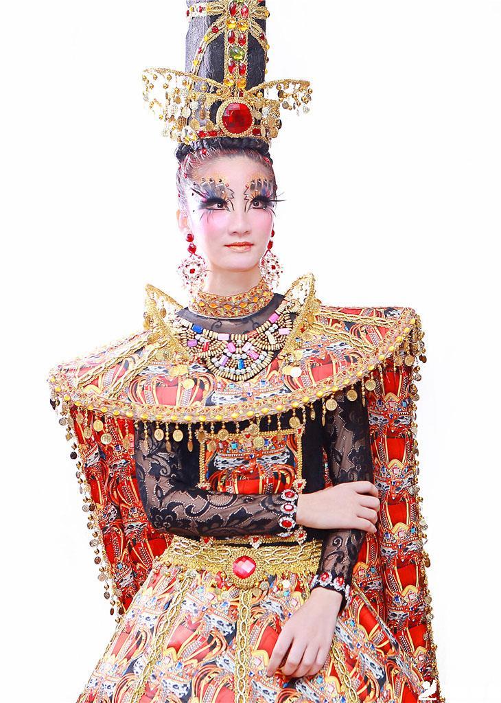 化妝造型:何芙榮