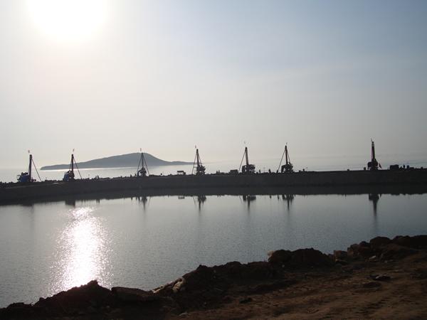 遼寧紅沿河核電廠取、排水口圍堰防滲牆工程