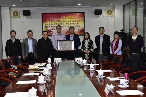 协会与中经社签署战略合作