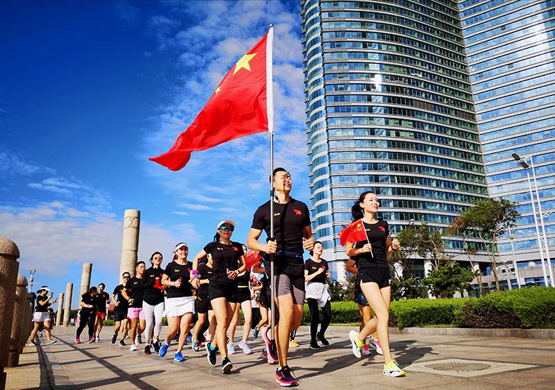 公司關注每位員工的身體健康,不定期舉辦各類運動活動,幫助大家健康快樂地工作和生活。