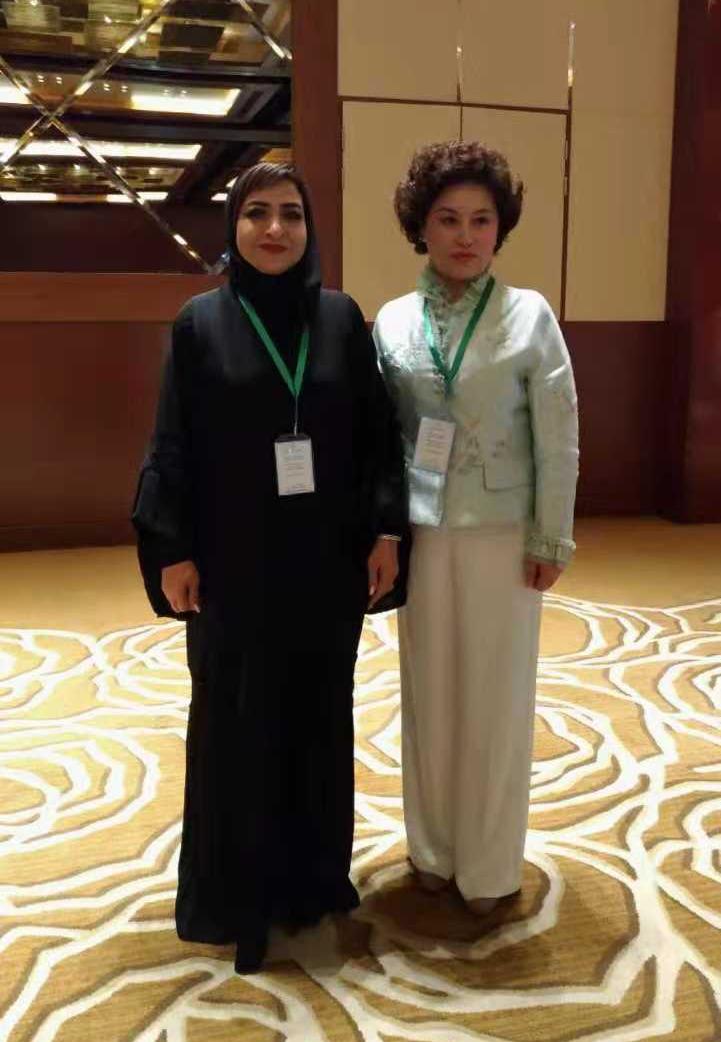 W88优德手机版药业在阿拉伯女性再就业问题上起到了实质性的推动作用,深受联合国和阿联酋领导人的爱戴,国王的公主亲自出来接见表示欢迎和感谢。